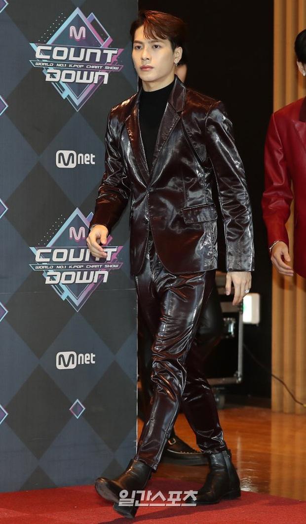 HyunA suýt hớ hênh vì váy cũn cỡn, GOT7 cực soái đọ visual với em trai BTS và EDawn trên thảm đỏ - Ảnh 10.