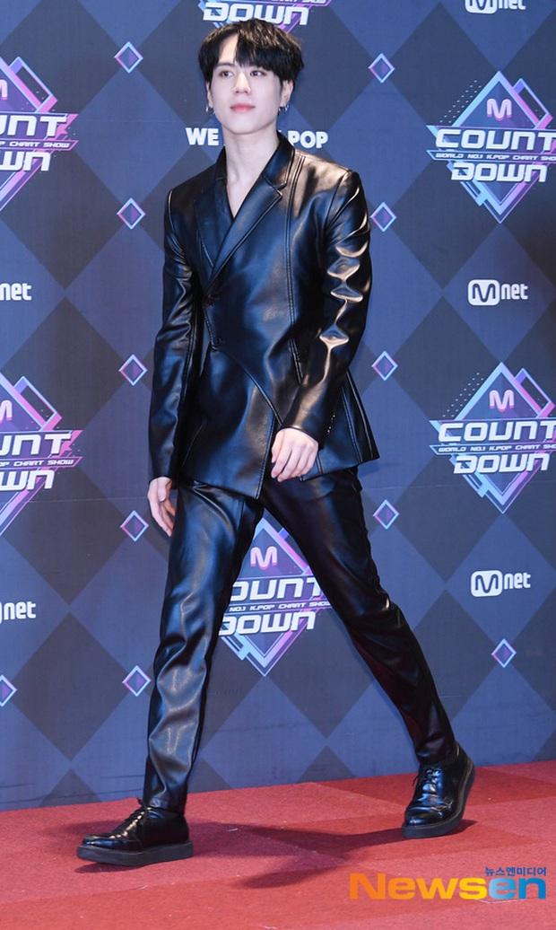 HyunA suýt hớ hênh vì váy cũn cỡn, GOT7 cực soái đọ visual với em trai BTS và EDawn trên thảm đỏ - Ảnh 11.