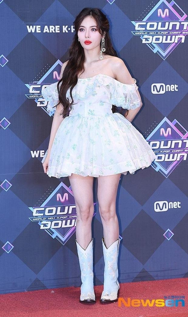 HyunA suýt hớ hênh vì váy cũn cỡn, GOT7 cực soái đọ visual với em trai BTS và EDawn trên thảm đỏ - Ảnh 3.