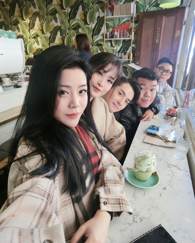 Là em gái Ông Cao Thắng nhưng Thoại Liên cứ được nhận xét là giống Đông Nhi: Cặp chị dâu em chồng hot nhất năm đây rồi! - Ảnh 2.