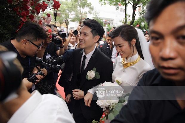 Bao nhiêu lần làm đám cưới giả trên sân khấu, hôm nay Đông Nhi - Ông Cao Thắng chính thức trở thành cô dâu chú rể hạnh phúc nhất showbiz rồi! - Ảnh 11.