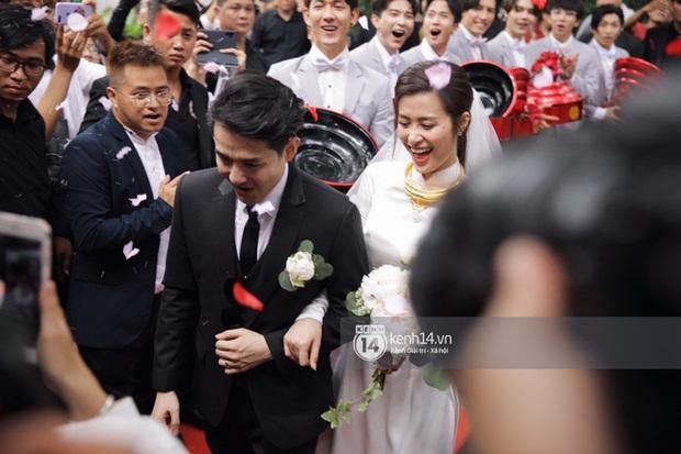 Bao nhiêu lần làm đám cưới giả trên sân khấu, hôm nay Đông Nhi - Ông Cao Thắng chính thức trở thành cô dâu chú rể hạnh phúc nhất showbiz rồi! - Ảnh 12.