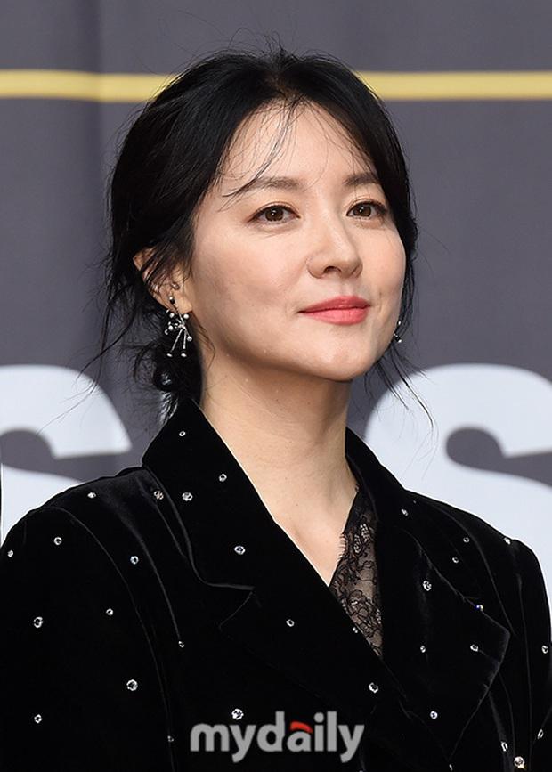 Nàng Dae Jang Geum Lee Young Ae lấn át hết dàn sao quyền lực, đẹp đỉnh cao đến mức bất chấp dấu hiệu lão hóa - Ảnh 6.
