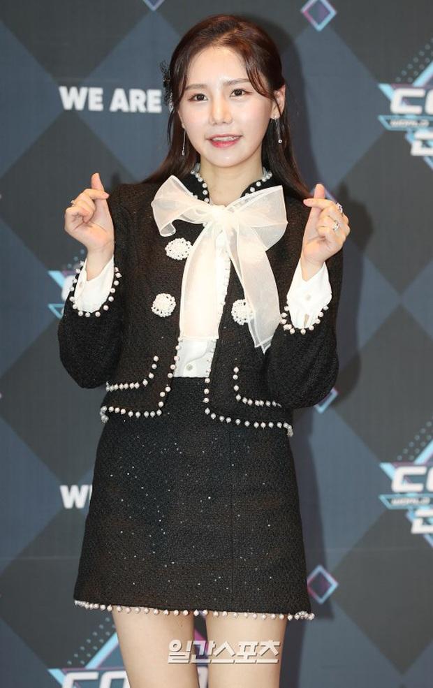 HyunA suýt hớ hênh vì váy cũn cỡn, GOT7 cực soái đọ visual với em trai BTS và EDawn trên thảm đỏ - Ảnh 15.
