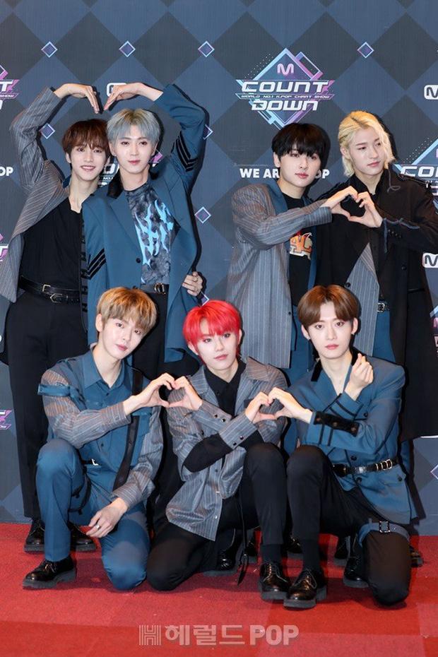 HyunA suýt hớ hênh vì váy cũn cỡn, GOT7 cực soái đọ visual với em trai BTS và EDawn trên thảm đỏ - Ảnh 16.