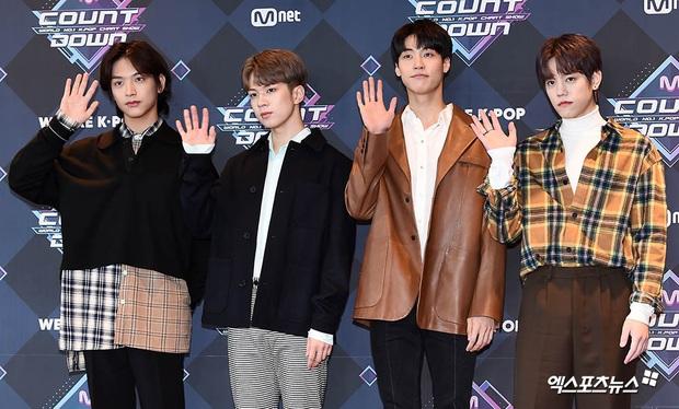 HyunA suýt hớ hênh vì váy cũn cỡn, GOT7 cực soái đọ visual với em trai BTS và EDawn trên thảm đỏ - Ảnh 19.