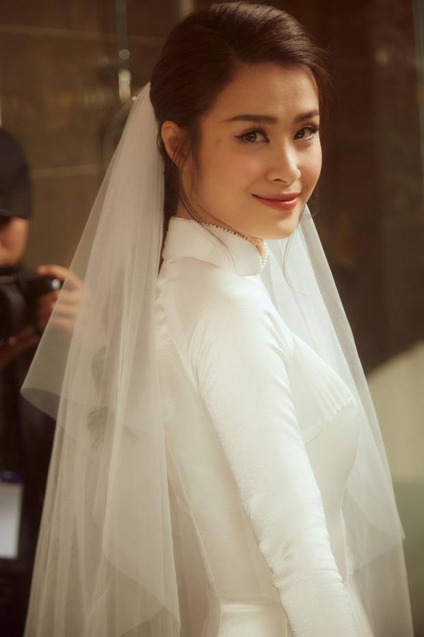 Ảnh nét căng bên trong lễ rước dâu của Đông Nhi: Nữ chính đẹp xuất thần, không ngừng chăm sóc hôn phu như ngày mới yêu! - Ảnh 1.