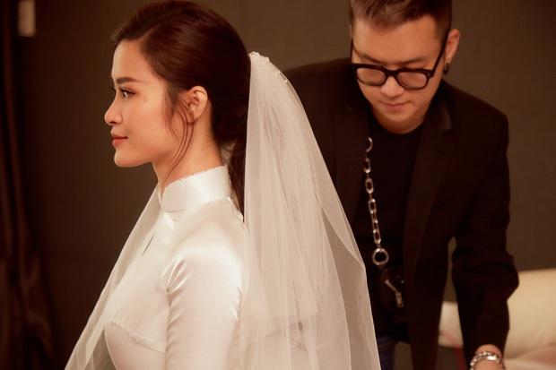 Áo dài đón dâu xinh vô ngần của Đông Nhi: Trắng tinh khôi đơn giản nhưng mất tới 1 tháng để hoàn thành, đậm style thập niên 60 - Ảnh 7.