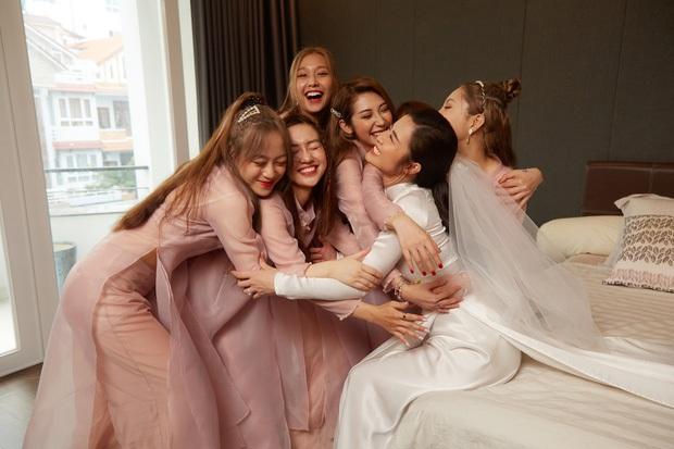Cô dâu vui nhất showbiz Đông Nhi: Chỉ có hai trạng thái, cười tươi và cười rất tươi - Ảnh 2.