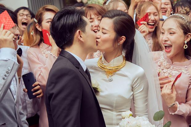 Đột nhập địa điểm diễn ra lễ cưới của Đông Nhi - Ông Cao Thắng: Hoa phủ kín, ánh sáng lên tạo không gian cổ tích giữa biển - Ảnh 6.