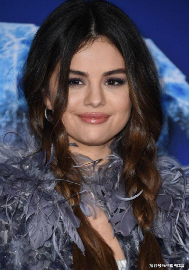 Thảm đỏ Frozen 2: Selena Gomez gây bão vì đẹp xuất thần, hôn em gái cùng cha khác mẹ thắm thiết - Ảnh 4.