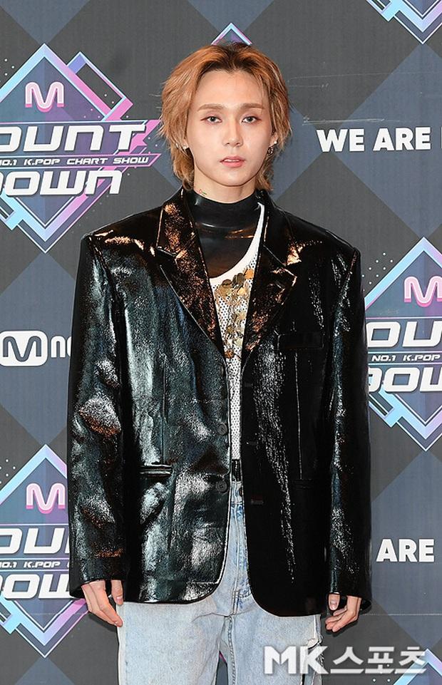 HyunA suýt hớ hênh vì váy cũn cỡn, GOT7 cực soái đọ visual với em trai BTS và EDawn trên thảm đỏ - Ảnh 7.