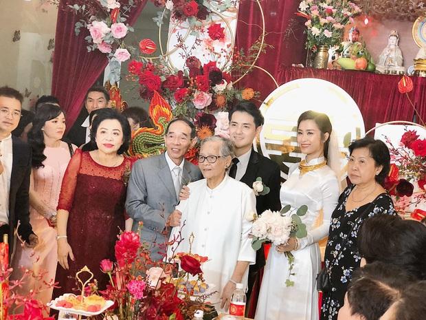 """""""Loá mắt"""" với sính lễ toàn vàng ròng, đô la Đông Nhi được bố mẹ và nhà Ông Cao Thắng tặng trong lễ rước dâu - Ảnh 3."""