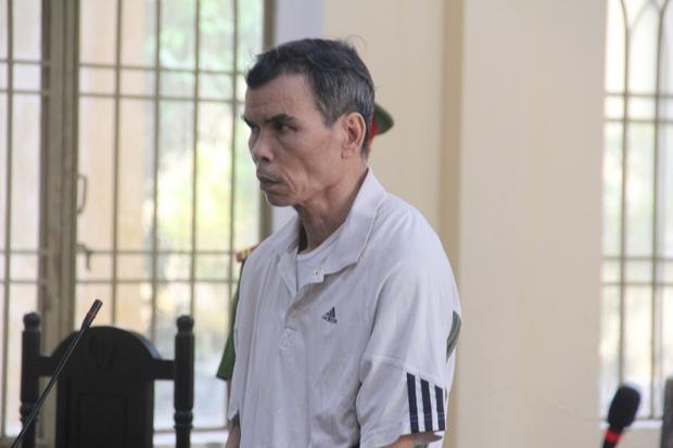 Chạy xe ẩu bị người phụ nữ mắng, cụ ông 59 tuổi đâm 2 người trọng thương - Ảnh 1.
