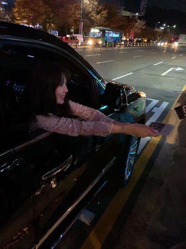 Chiều fan hết cỡ như HyunA: Hết tặng set mỹ phẩm đắt tiền giờ còn lén trộm CD giới hạn từ công ty để phát cho người hâm mộ - Ảnh 6.