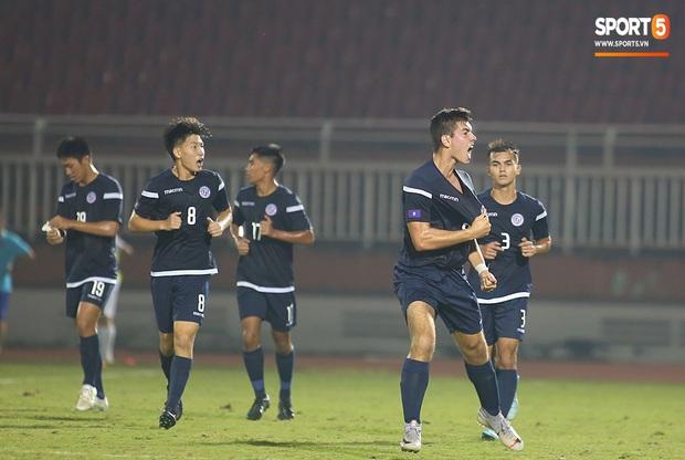 U19 Việt Nam thắng dễ U19 Guam 4-1, phù thủy trắng vẫn nổi điên trong ca-bin đội nhà - Ảnh 6.