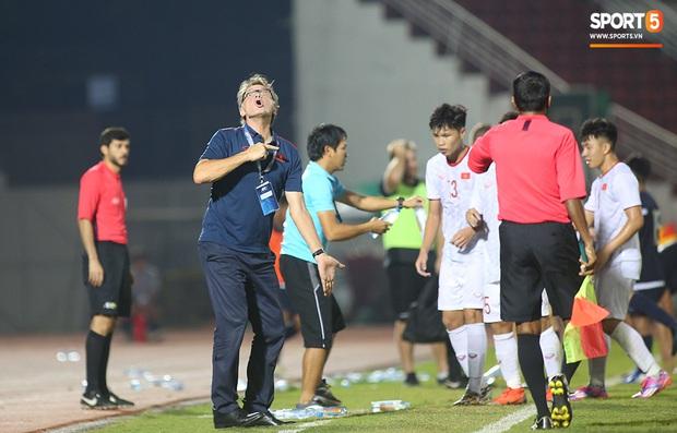 U19 Việt Nam thắng dễ U19 Guam 4-1, phù thủy trắng vẫn nổi điên trong ca-bin đội nhà - Ảnh 21.