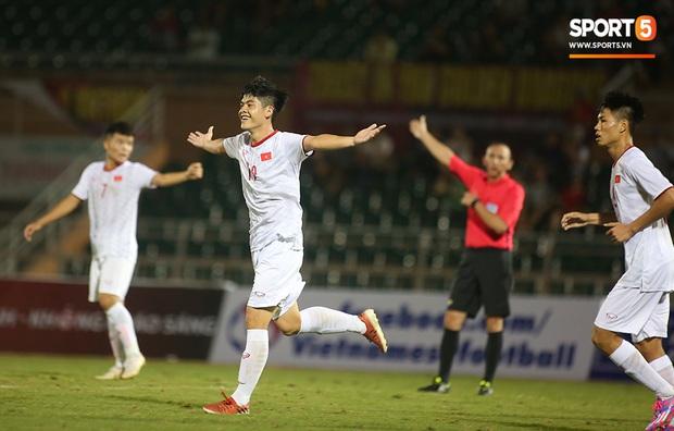 U19 Việt Nam thắng dễ U19 Guam 4-1, phù thủy trắng vẫn nổi điên trong ca-bin đội nhà - Ảnh 22.