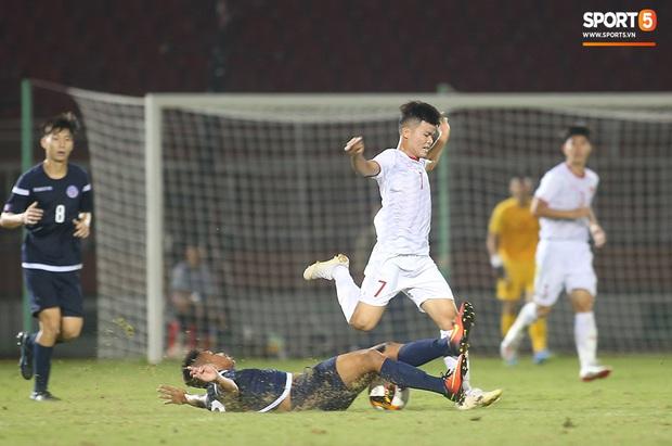 U19 Việt Nam thắng dễ U19 Guam 4-1, phù thủy trắng vẫn nổi điên trong ca-bin đội nhà - Ảnh 12.