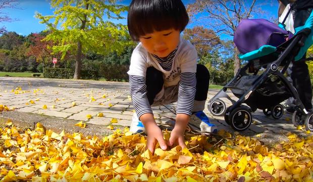 """Cuối cùng Quỳnh Trần JP đã """"chịu"""" dừng ăn uống 1 ngày để quay vlog ngoài trời, nhưng màn """"đu đưa"""" của bé Sa mới chiếm trọn spotlight - Ảnh 5."""