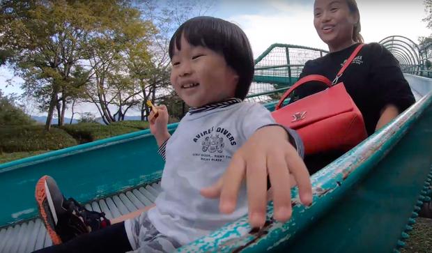 """Cuối cùng Quỳnh Trần JP đã """"chịu"""" dừng ăn uống 1 ngày để quay vlog ngoài trời, nhưng màn """"đu đưa"""" của bé Sa mới chiếm trọn spotlight - Ảnh 14."""