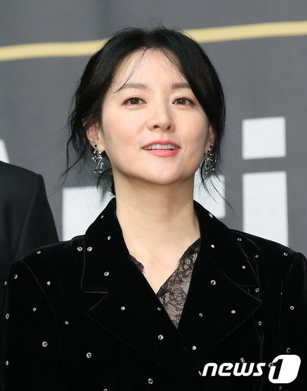 Nàng Dae Jang Geum Lee Young Ae lấn át hết dàn sao quyền lực, đẹp đỉnh cao đến mức bất chấp dấu hiệu lão hóa - Ảnh 4.