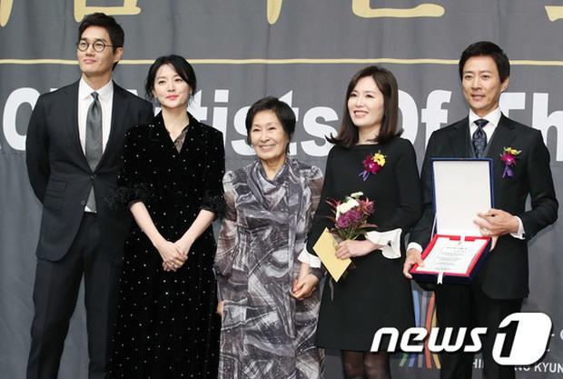 Nàng Dae Jang Geum Lee Young Ae lấn át hết dàn sao quyền lực, đẹp đỉnh cao đến mức bất chấp dấu hiệu lão hóa - Ảnh 7.
