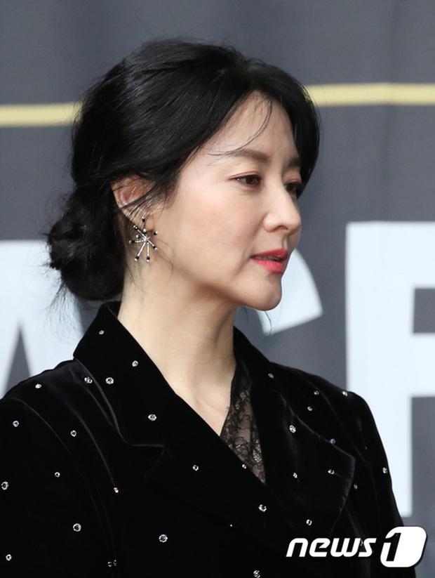 Nàng Dae Jang Geum Lee Young Ae lấn át hết dàn sao quyền lực, đẹp đỉnh cao đến mức bất chấp dấu hiệu lão hóa - Ảnh 5.