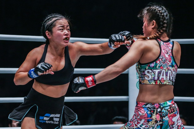 Phải gặp nhà vô địch tuyệt đối người Thái, nữ võ sĩ gốc Việt thi đấu vô cùng quả cảm, khiến BLV cũng phải tỏ ra ngỡ ngàng - Ảnh 6.