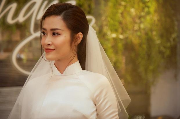 Nhìn hình Đông Nhi rút ra chân lý: Cô dâu cứ trang điểm nhẹ nhàng, tóc tai đơn giản là đã đẹp lụi tim - Ảnh 4.