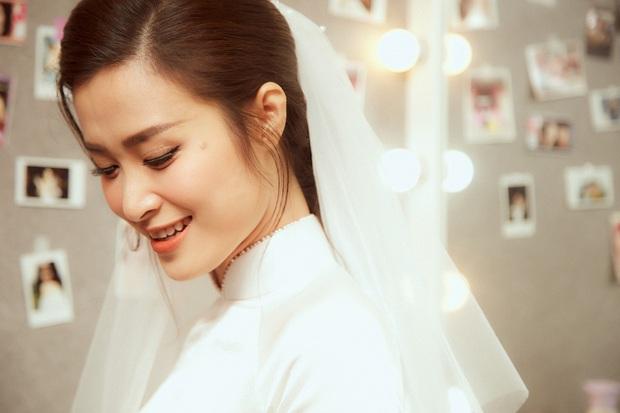 Nhìn hình Đông Nhi rút ra chân lý: Cô dâu cứ trang điểm nhẹ nhàng, tóc tai đơn giản là đã đẹp lụi tim - Ảnh 3.