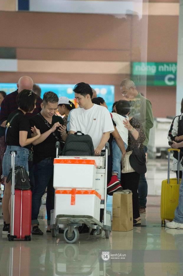 Độc quyền tại Phú Quốc: Đông Nhi - Ông Cao Thắng tay trong tay ở sân bay, chuẩn bị sẵn sàng cho lễ cưới thế kỷ - Ảnh 2.