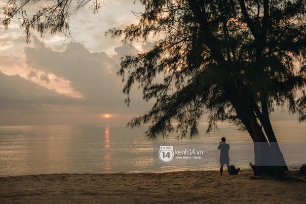 Ảnh siêu hiếm độc quyền từ Phú Quốc: Đông Nhi đội voan cưới dài 3m, tất bật chuẩn bị cho hôn lễ trên biển ngày mai - Ảnh 8.