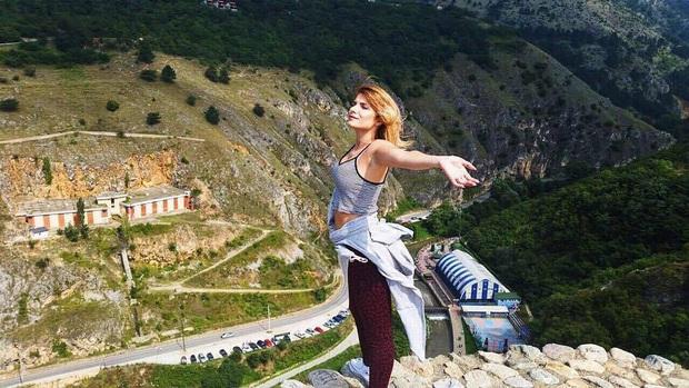 Tưởng là chụp ảnh với người yêu, nhưng không! Cô gái này đã đi du lịch khắp thế giới để… hôn trai lạ rồi bỏ đi như chưa có gì xảy ra - Ảnh 9.