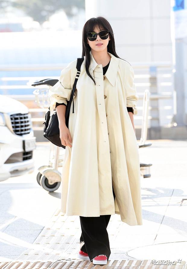 Sân bay Hàn náo loạn vì quân đoàn sao: Hoàng hậu Ki Ha Ji Won sang chảnh sang Việt Nam, NCT và ITZY visual không vừa - Ảnh 2.