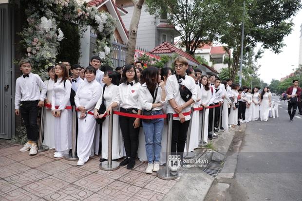 Hình ảnh đặc biệt tại lễ rước dâu Đông Nhi - Ông Cao Thắng: Fan đồng loạt diện áo dài trắng thướt tha, xuất hiện như những phù dâu chính hiệu! - Ảnh 2.