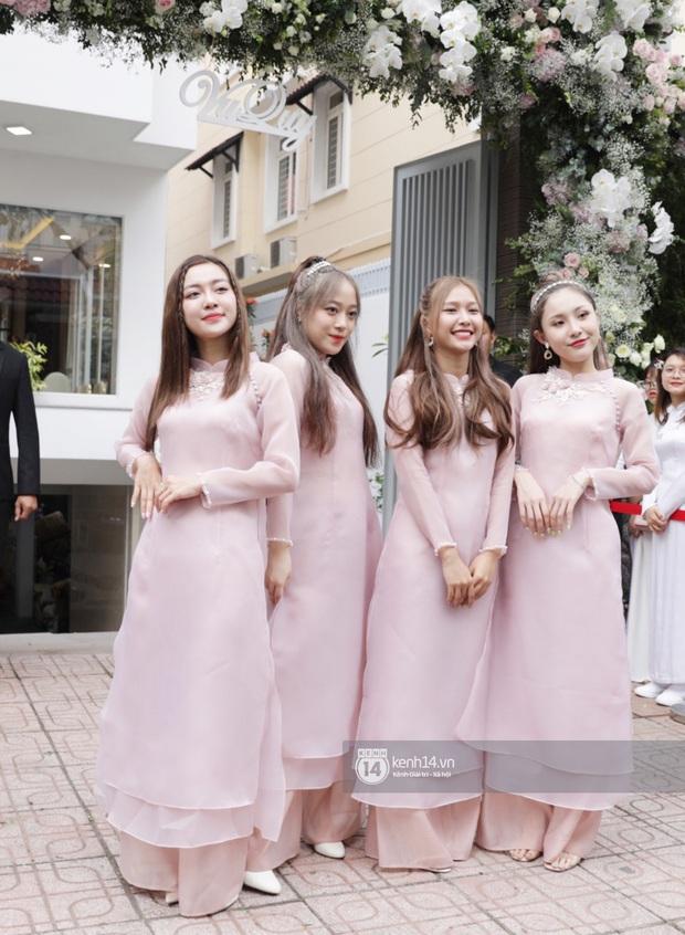 Ngắm dàn phù dâu, phù rể toàn trai xinh gái đẹp Vbiz trong lễ rước dâu Đông Nhi - Ông Cao Thắng - Ảnh 6.