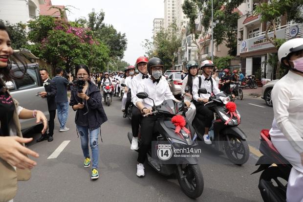 Khoảnh khắc đặc biệt: Hàng trăm fan chạy xe máy, tháp tùng Đông Nhi về nhà với Ông Cao Thắng - Ảnh 3.
