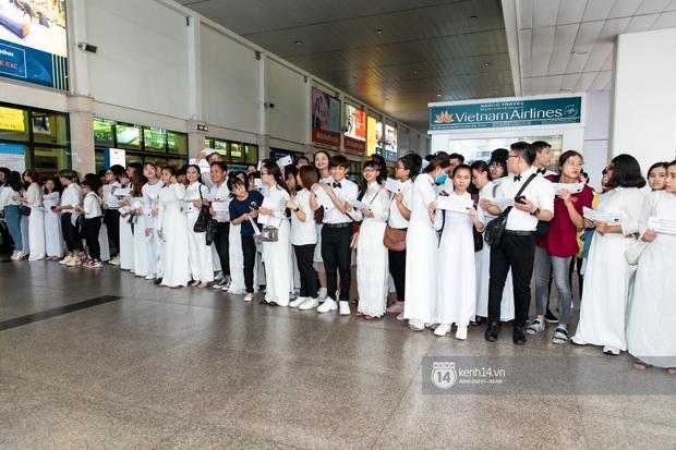 Đông Nhi và Ông Cao Thắng tình tứ, không rời nửa bước tại sân bay ra Phú Quốc chuẩn bị cho hôn lễ siêu to khổng lồ - Ảnh 9.