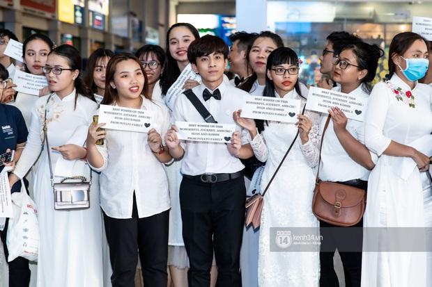 Đông Nhi và Ông Cao Thắng tình tứ, không rời nửa bước tại sân bay ra Phú Quốc chuẩn bị cho hôn lễ siêu to khổng lồ - Ảnh 8.