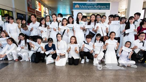 Đông Nhi và Ông Cao Thắng tình tứ, không rời nửa bước tại sân bay ra Phú Quốc chuẩn bị cho hôn lễ siêu to khổng lồ - Ảnh 7.