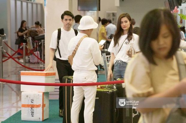 Đông Nhi và Ông Cao Thắng tình tứ, không rời nửa bước tại sân bay ra Phú Quốc chuẩn bị cho hôn lễ siêu to khổng lồ - Ảnh 3.