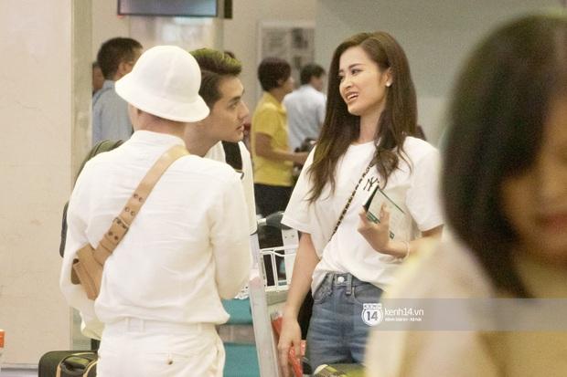 Đông Nhi và Ông Cao Thắng tình tứ, không rời nửa bước tại sân bay ra Phú Quốc chuẩn bị cho hôn lễ siêu to khổng lồ - Ảnh 4.
