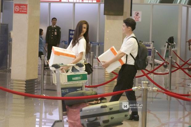 Đông Nhi và Ông Cao Thắng tình tứ, không rời nửa bước tại sân bay ra Phú Quốc chuẩn bị cho hôn lễ siêu to khổng lồ - Ảnh 6.