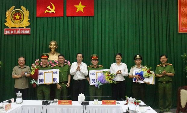 Khen thưởng 3 đơn vị phá án vụ đại ca giang hồ Quân Xa Lộ bị chém chết ở Sài Gòn - Ảnh 1.
