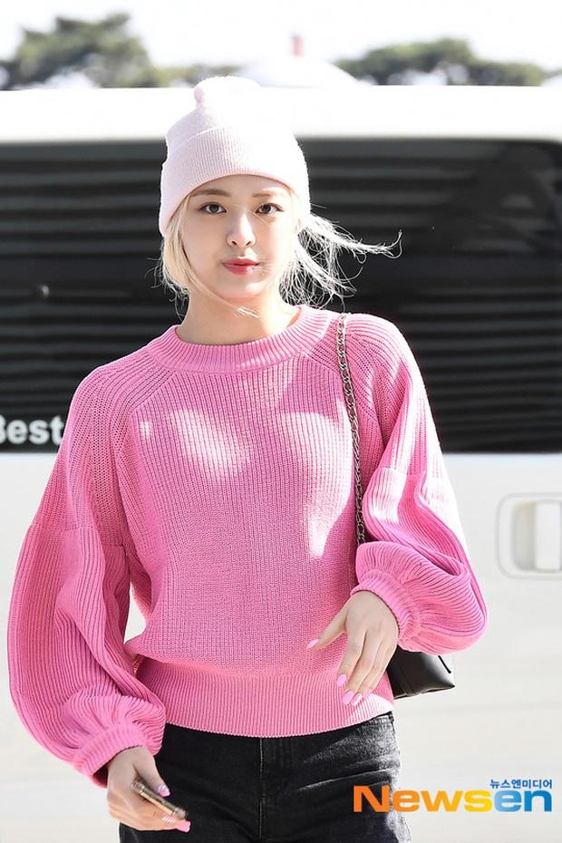 Sân bay Hàn náo loạn vì quân đoàn sao: Hoàng hậu Ki Ha Ji Won sang chảnh sang Việt Nam, NCT và ITZY visual không vừa - Ảnh 11.