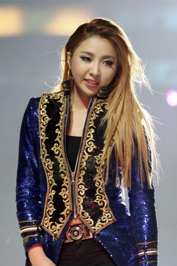 """Loạt idol mang đậm """"chất"""" YG: Rosé và đàn chị giọng """"độc"""" có 1-0-2, từ G-Dragon tới Jennie đều """"rap ra lửa"""", hội visual tiên tử thì đỉnh miễn bàn - Ảnh 10."""