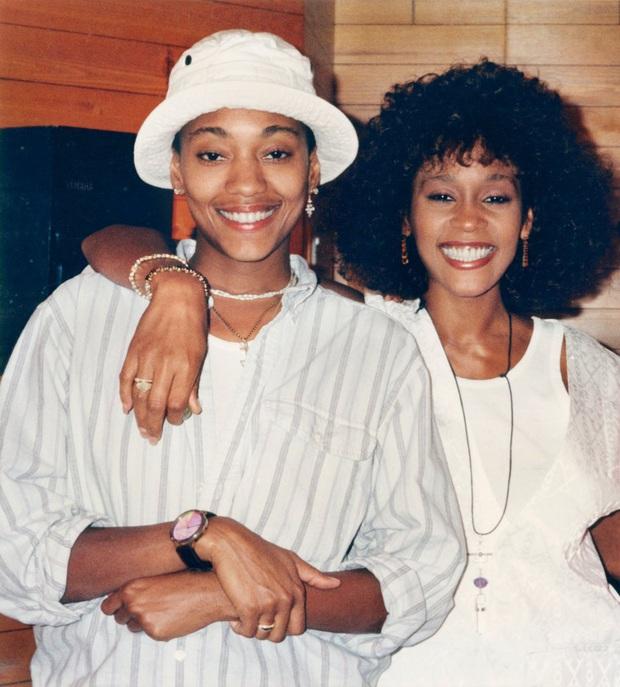 Cả thế giới chấn động tin huyền thoại Whitney Houston được xác nhận là người đồng tính, loạt tình tiết bây giờ mới kể - Ảnh 2.