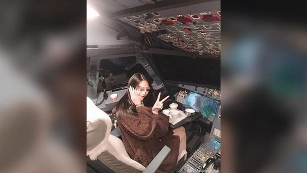 Phi công Nga bị truy tố vì để bạn gái lái máy bay chở khách  - Ảnh 2.