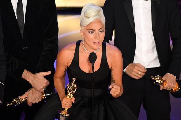 Lady Gaga thú thật chuyện hẹn hò với Bradley Cooper là chiêu trò: Tụi mị chỉ đóng phim tình cảm thôi! - Ảnh 4.